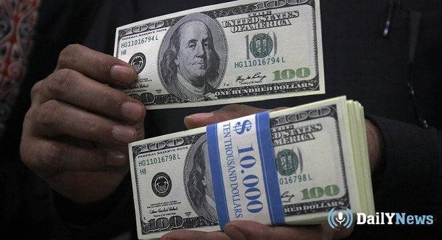 Почему вкладчики массово снимают валюту со счетов