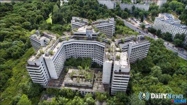 На территории недостроенной больницы в Москве построят жилье по программе реновации.
