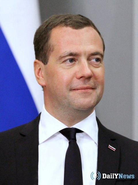 Медведев поздравил работников дорожных служб с профессиональным праздником
