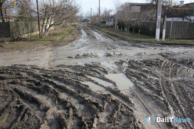 В селе Новосибирской области дети не смогли попасть школу из-за размытых дорог