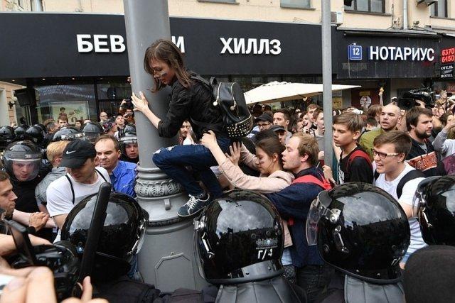 Для организаторов митингов Госдума введет новые штрафы