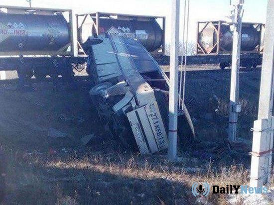 При столкновении поезда и автобуса в Саратовской области погибли 4 человека