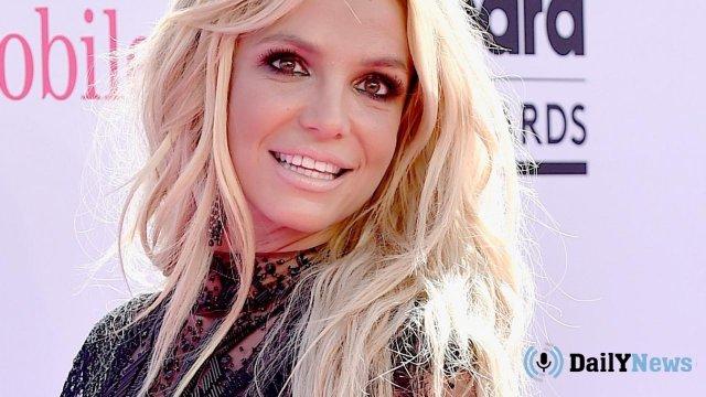 В СМИ появилась информация о том, что отец Бритни Спирс запрещает ей выйти замуж