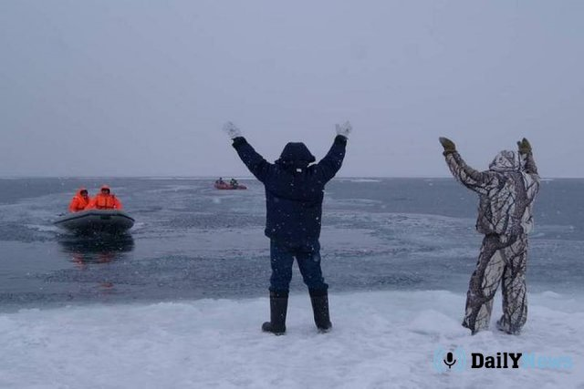В Иваново нескольких взрослых с детьми спасли с отколовшейся льдины