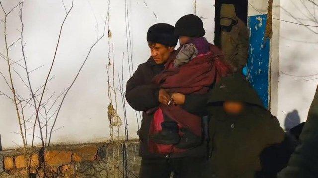 В заброшенном доме в Чите нашли детей