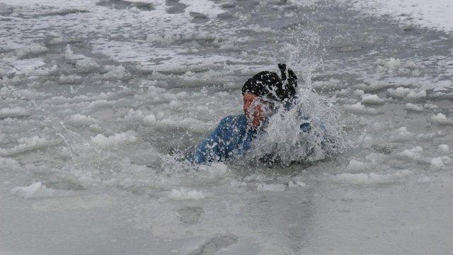Житель Юрги погиб, провалившись под лёд во время рыбалки