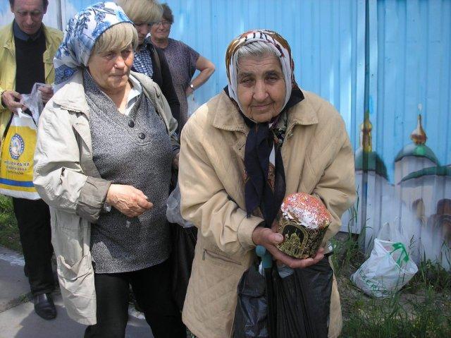 Пасхальные куличи развезут одиноким пенсионерам в Ростовской области