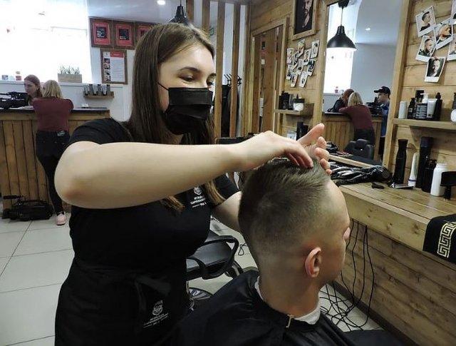 Салоны красоты не будут возобновлять работу в Москве