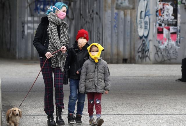 Врач напомнил о важности прогулок с детьми