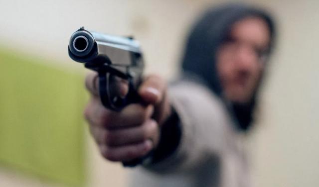 Неизвестные напали на жителя Москвы рано утром