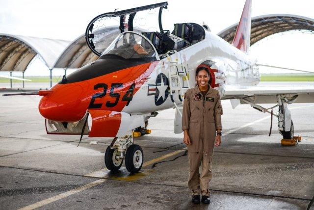 Впервые афроамериканка станет летчиком-истребителем в Америке