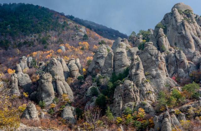 В Крыму туристы были эвакуированы с гор с помощью спасател
