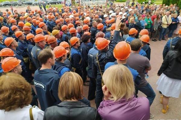 Лукашенко распорядился увольнять рабочих, которые выходят на забастовку