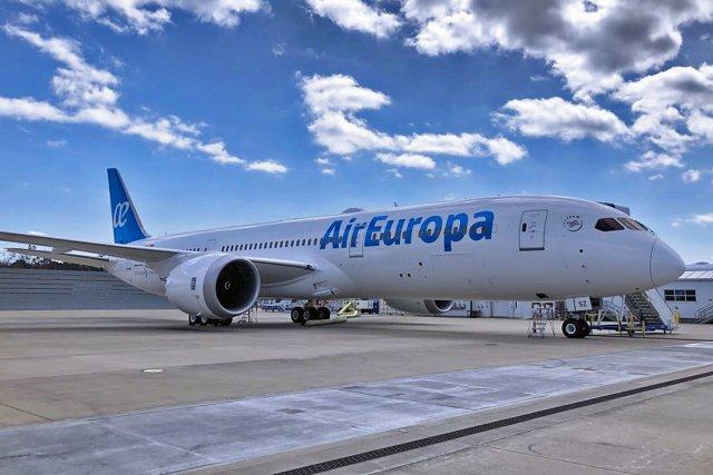 Испанский самолёт совершил вынужденную посадку из-за того, что пассажир отказался надеть защитную маску