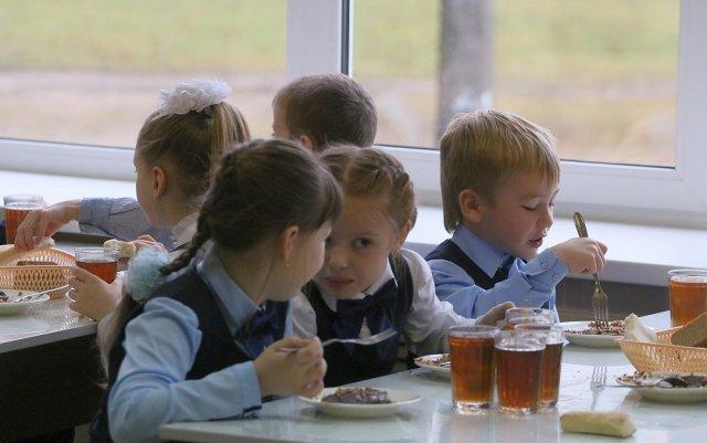 Вопрос о предоставлении бесплатного питания школьникам будет решён в Астраханской области