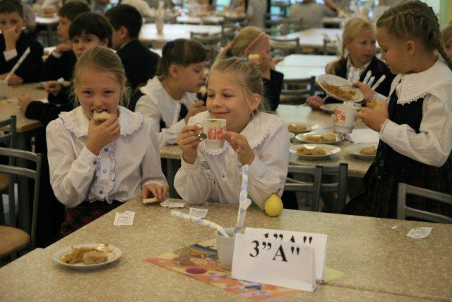 Родителям учеников начальных классов разрешили принимать участие в составлении меню
