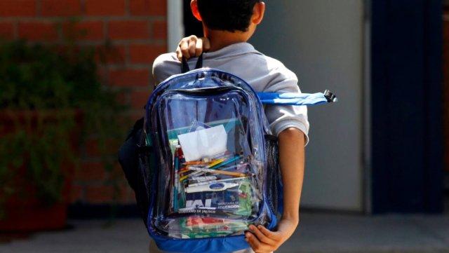 В одной из школ Южно-Сахалинска директор уволился поле того, как против третьеклассника устроили пикет