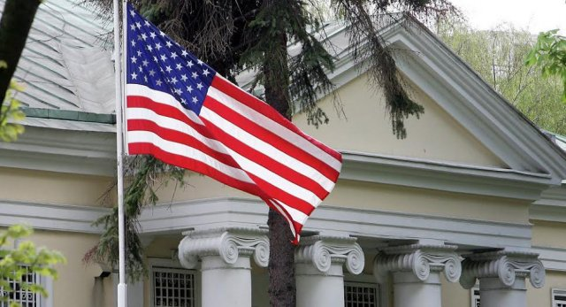 Сотрудники американского посольства в Белоруссии порекомендовали своим гражданам запастись продуктами