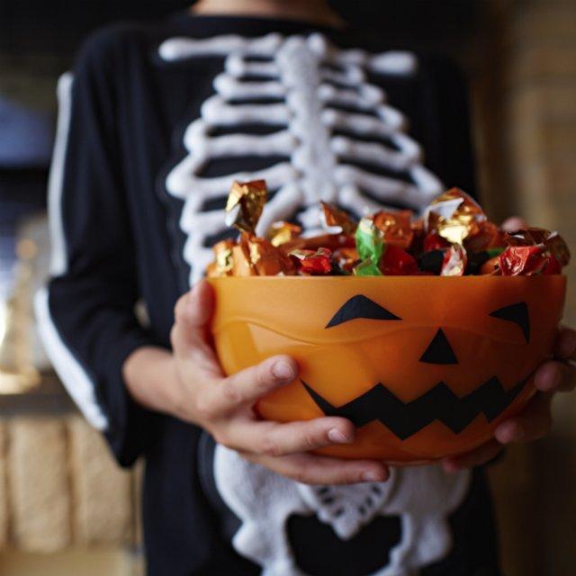 Детям в Великобритании придётся отказаться от ежегодной традиции сбора конфет на Хэллоуин