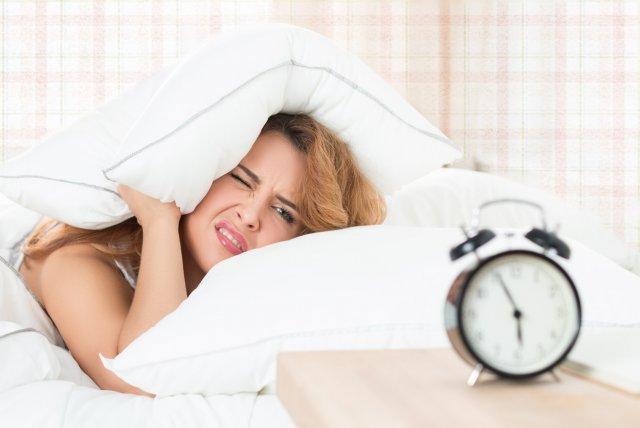 Сомнолог дал рекомендации по выбору правильного сигнала будильника