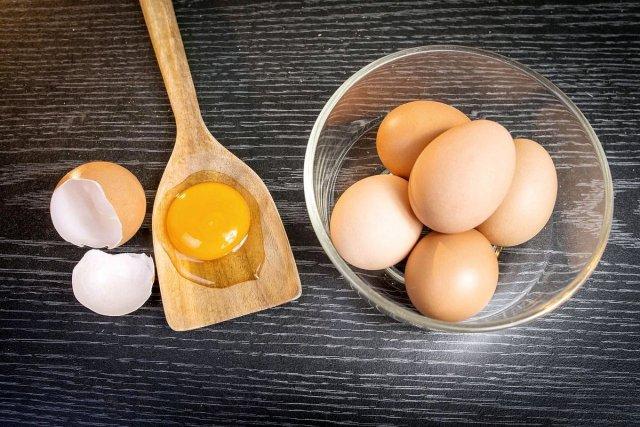 Врачи рассказали о том, какие продукты можно использовать вместо яиц при аллергии на них