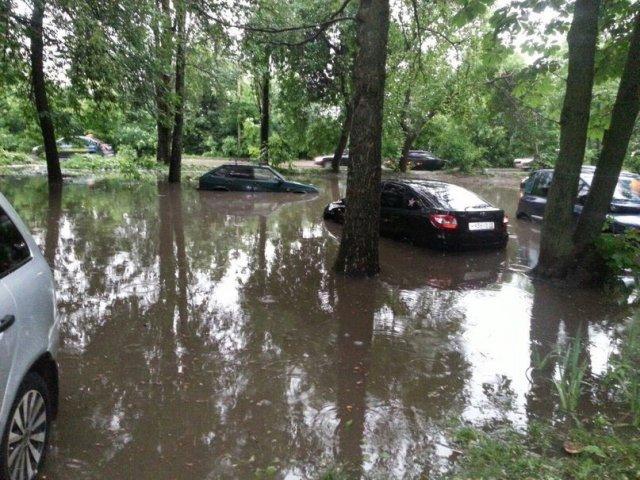 Ликвидацией подтопления занимаются в Липецке после сильного дождя