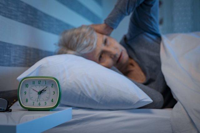 Учёные рассказали о связи дефицита сна с развитием деменции