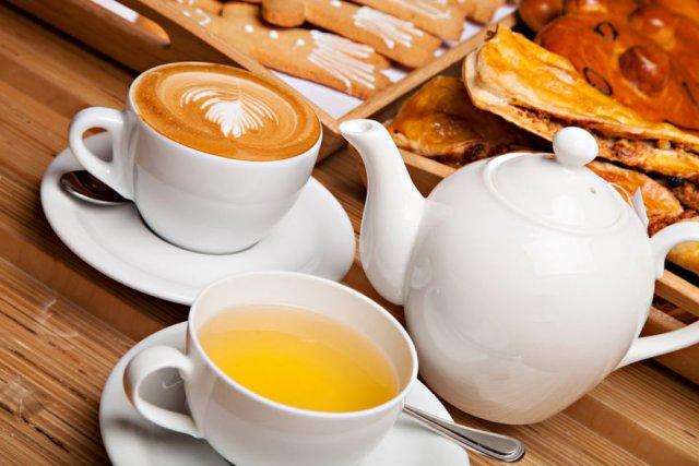 Кардиолог порекомендовал соблюдать осторожность в употреблении чая и кофе после COVID-19