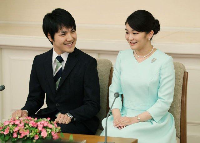 В Японии принцесса была лишена титула из-за брака с простолюдином